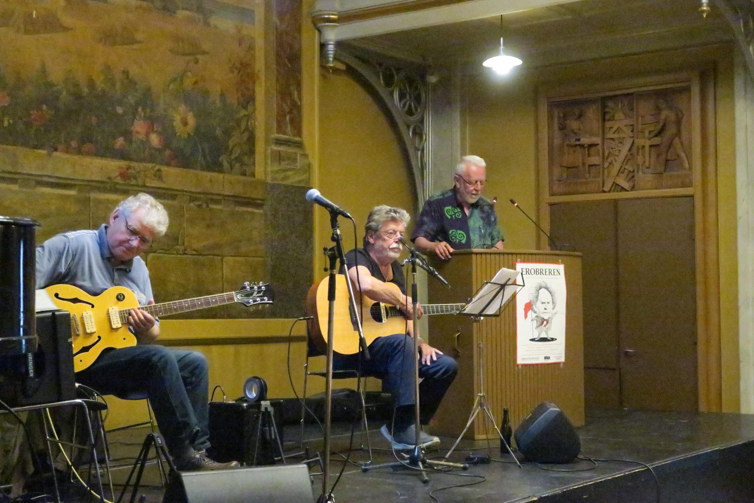 Henrik Yde introducerer til sange med lyrik af Nexø og musik af Benny Holst