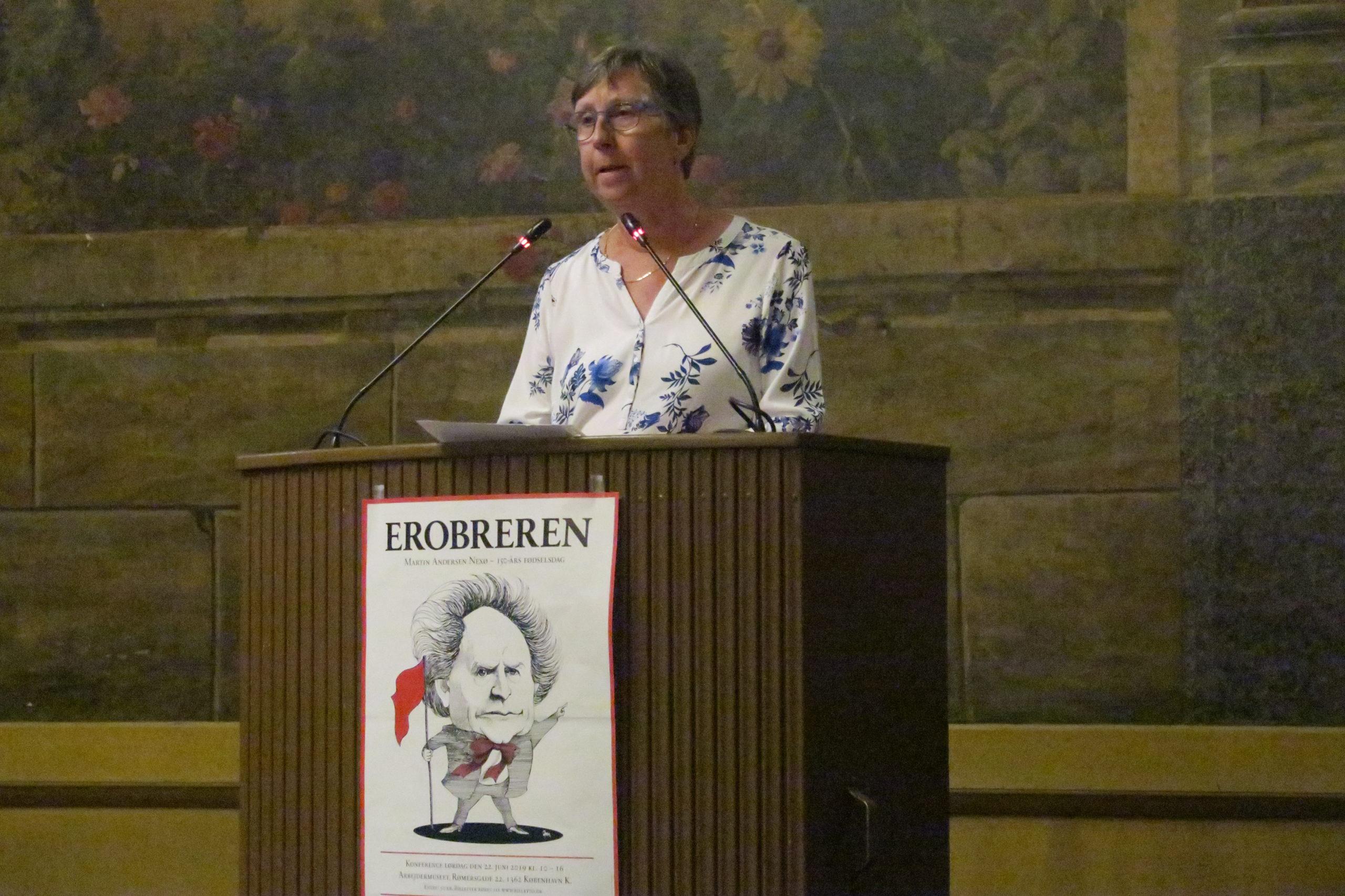 """Lisbeth Radich """"barnebarn af Nexø"""" med sin personlige fortælling om at være barnebarn af forfatteren"""